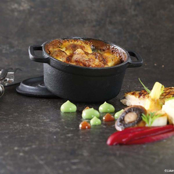 Gratin de pommes de terre de Limagne au Saint-Nectaire Fermier, Volaille d'Auvergne, légumes et pulpe de betterave rouge